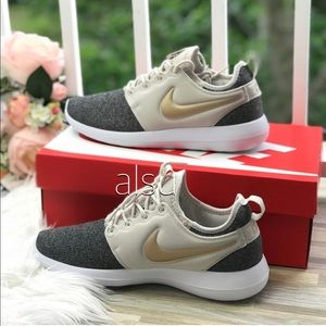 NWT Nike Roshe Two Knit   WMNS